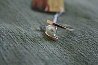 Срібне кольцо  з золотою вставкою та перлиною