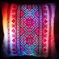 Светящаяся подушка Вышиванка