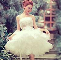 Короткое свадебное платье  -  пышная юбка