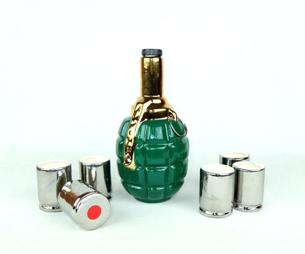 Лимонка зелено-золотая - подарочная бутылка с рюмками