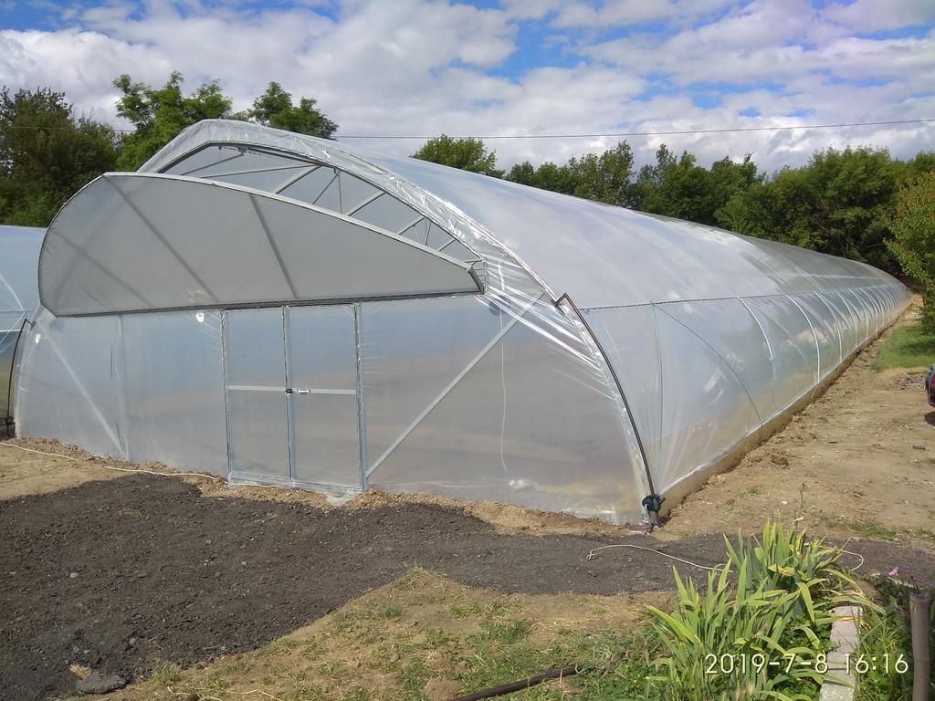 фермерская теплица для зимнего выращивания с открытым торцевым проветриванием