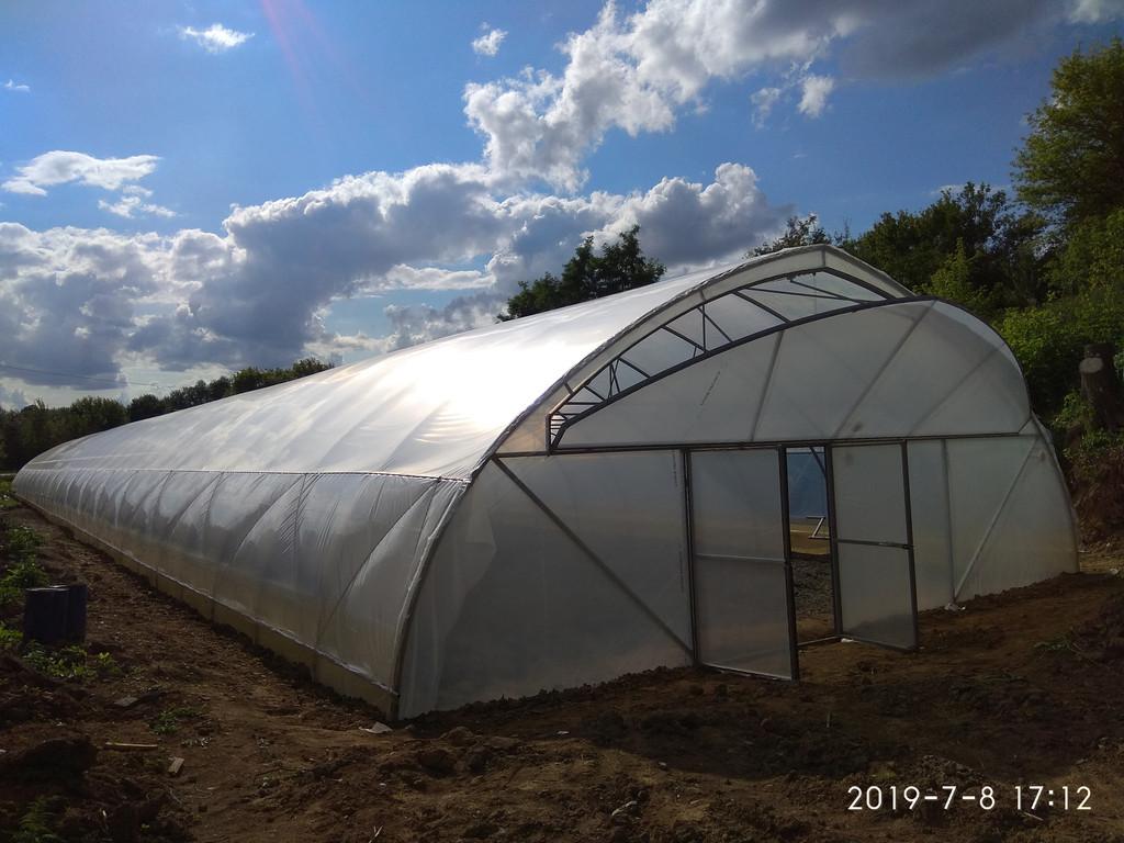 открытое торцевое проветривание и ворота фермерской теплицы 10х70 м