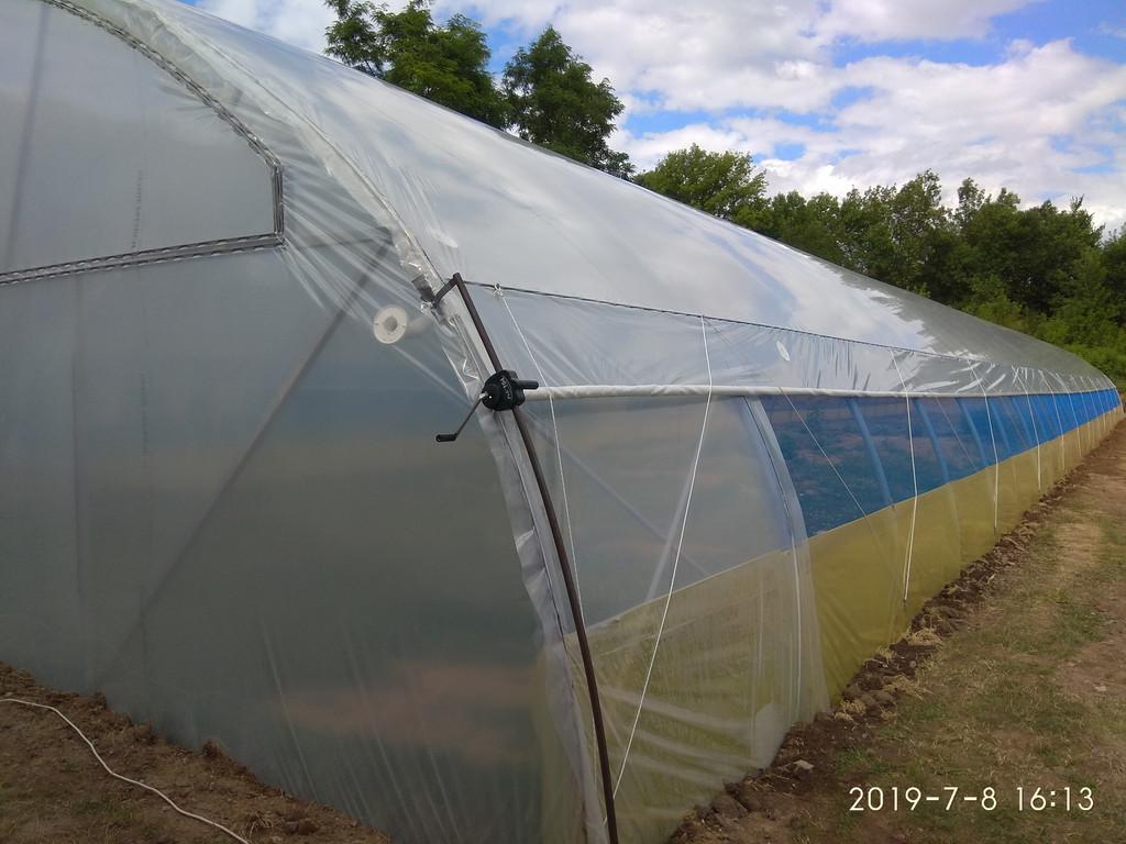 открытое боковое проветривание фермерской теплицы с наддувом