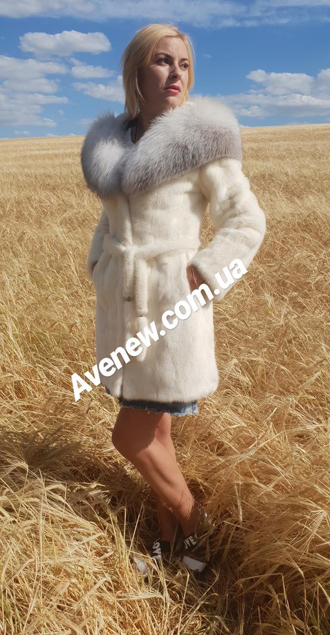 Женская белая норковая шуба с капюшоном
