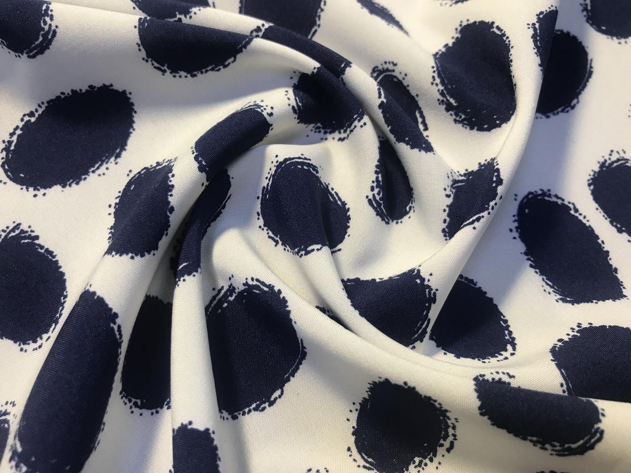 Французская вискоза софт овальные горошки, темно-синий на белом