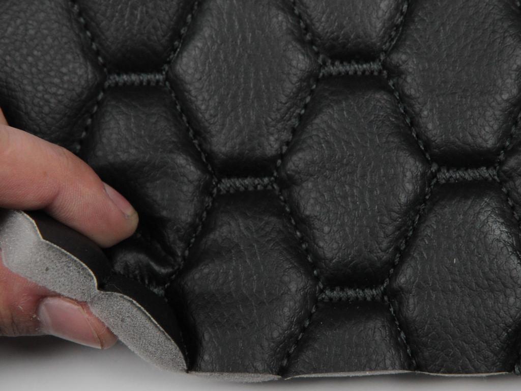 Кожзам стеганный на порнолоне, черный (перешит черной нитью) интерпретацией шестиугольникбольшой, шир 1.40м.