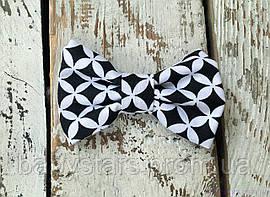 Бабочка галстук, черно-белая геометрия