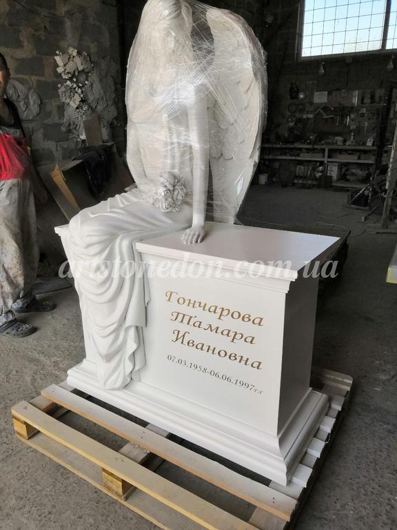 Памятник с ангелом из литьевого полимера (установлен в Беларуссии) 2