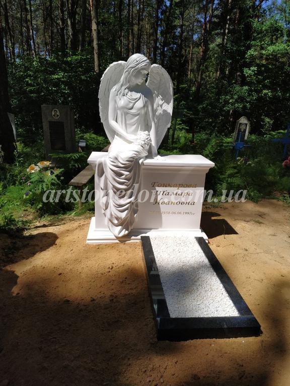 Памятник с ангелом из литьевого полимера (установлен в Беларуссии)