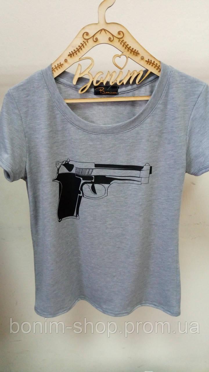 Женская серая футболка Пистолет