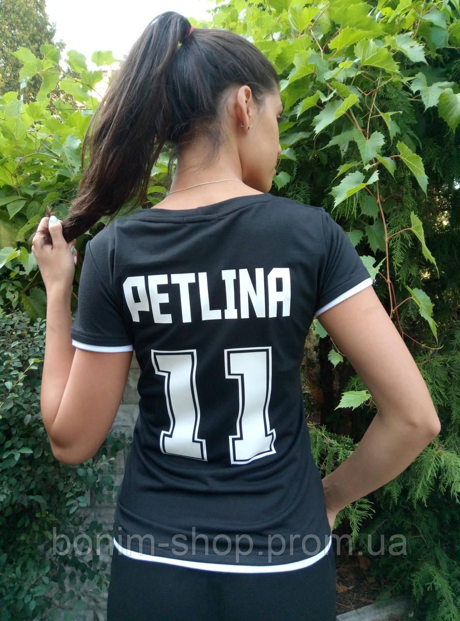 Женская черная именная футболка с номером