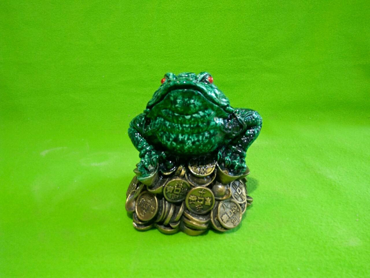 Копилка из гипса «Жаба на деньгах» малахит зеленая (малая)