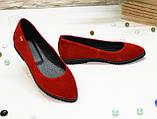 Женские красные замшевые туфли-балетки с заостренным носком., фото 4