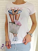 Белая женская футболка с принтом