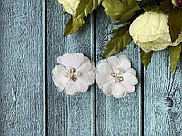 Шифоновый цветок с бусинами 4,5 см, 20 шт/уп, белого цвета