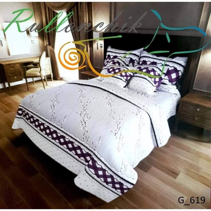 Нежное двухспальное постельное белье с ярким принтом.