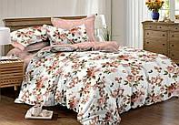 Комплект сатинового двухспального постельного белья с цветочным принтом.