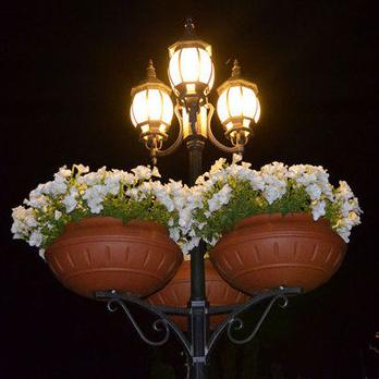 Вуличні вазони для квітів