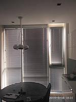 Жалюзи горизонтальные алюминиевые 50мм цвет металлик Большие кухонные окна