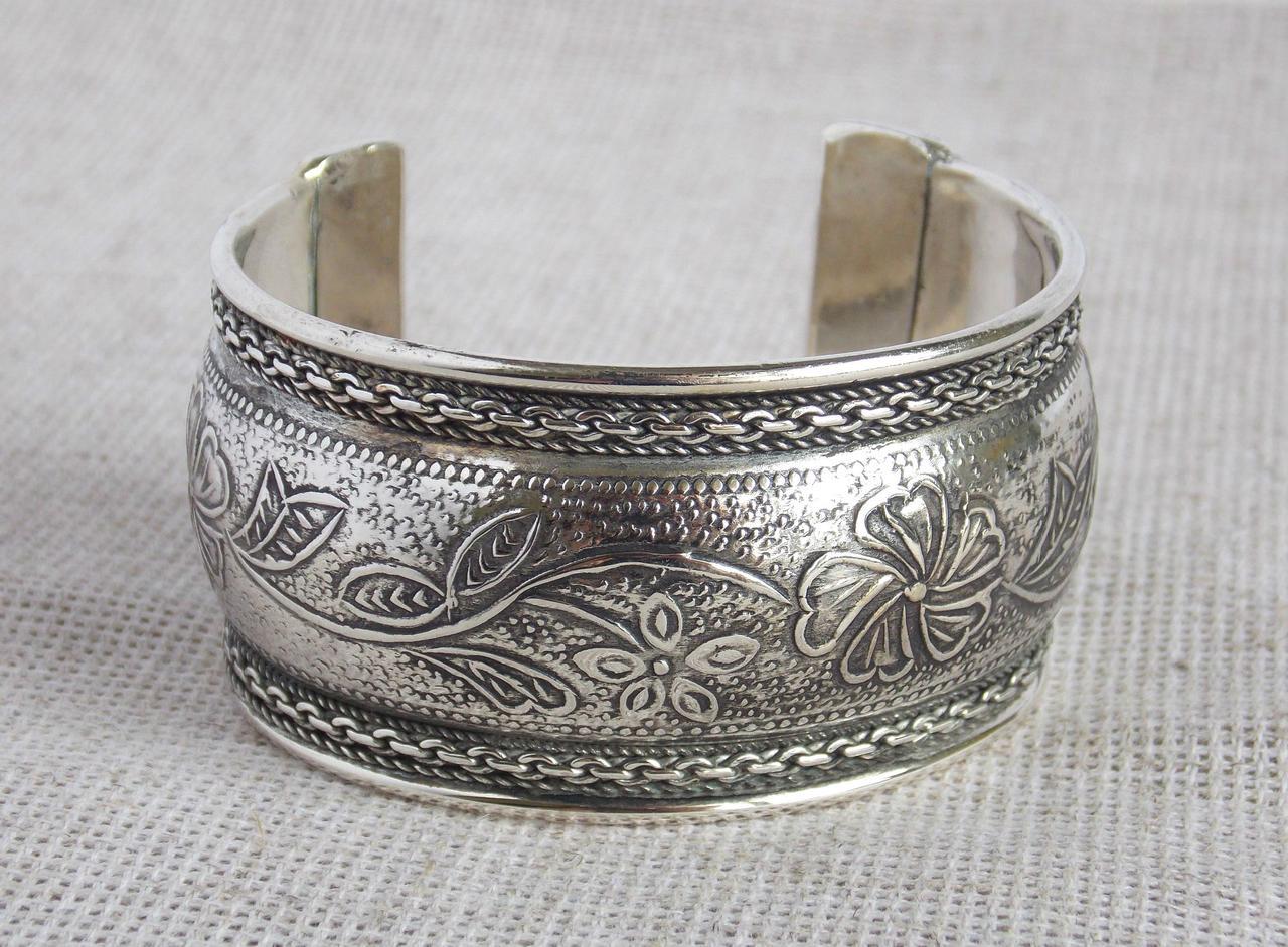 Индийский браслет под серебро с растительным орнаментом