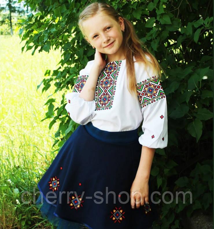 Стильный комплект с вышиванкой блузой и юбкой