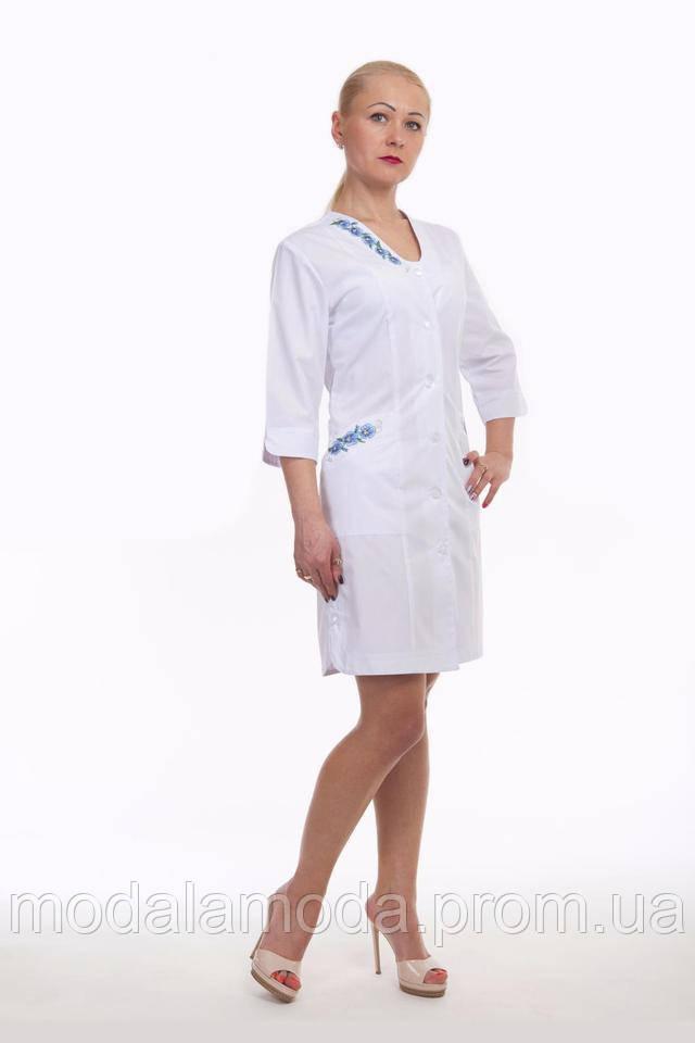 Халат медицинский женский с красивой голубой вышивкой