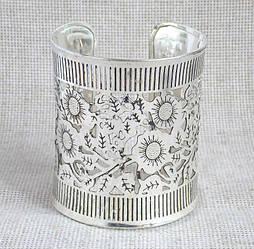 """Широкий  женский браслет индийский прорезной под серебро с цветочным  орнаментом"""""""