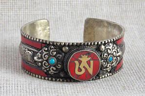 Тибетский красный браслет-оберег  этнический с кораллом и сканью