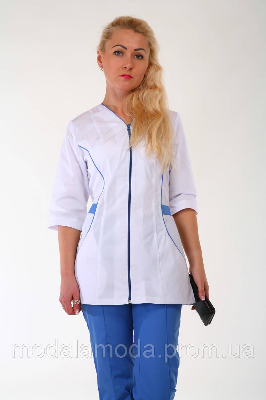 Костюм медицинский женский с бело-синим дизайном