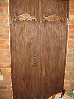 Двери под старину двухстворчатые.
