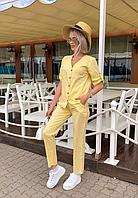 Стильный женский костюм.