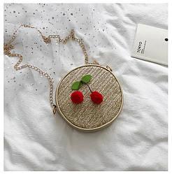 Круглая летняя сумочка плетенка на цепочке плетенная плетеная с вишенками клатч