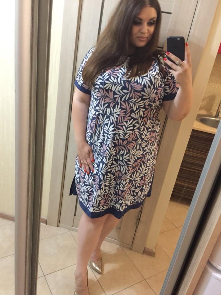 Платье женское короткое батал прямого кроя с разрезами по бокам (К28403)