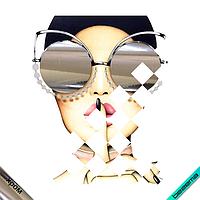 Термонаклейки из страз на дорожные сумки Девушка в очках