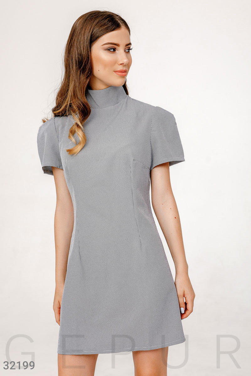 Короткое платье с пышными короткими рукавами серое