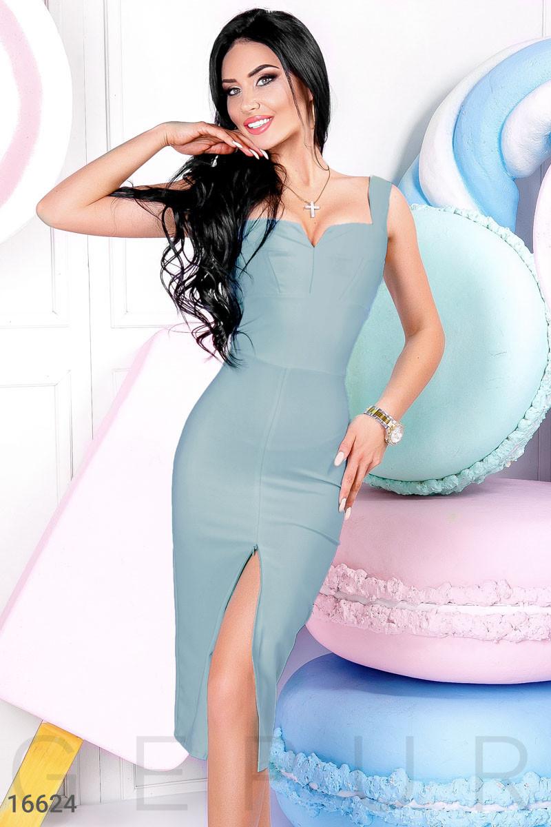 Элегантное платье-футляр голубое