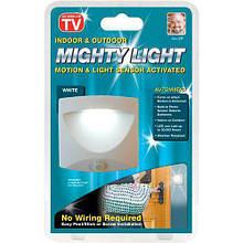 Автоматический светильник   Лампы с датчиком движения на батарейках Mighty Light