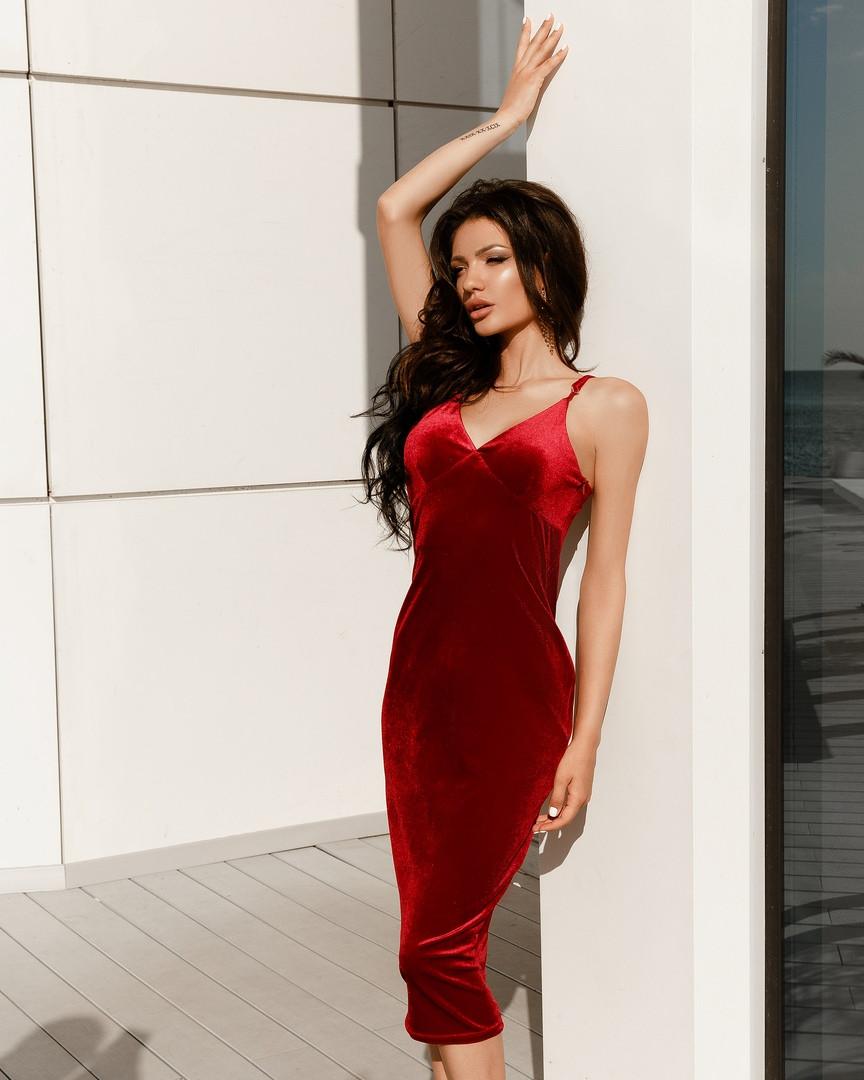 Невероятное платье подчеркивающее фигуру