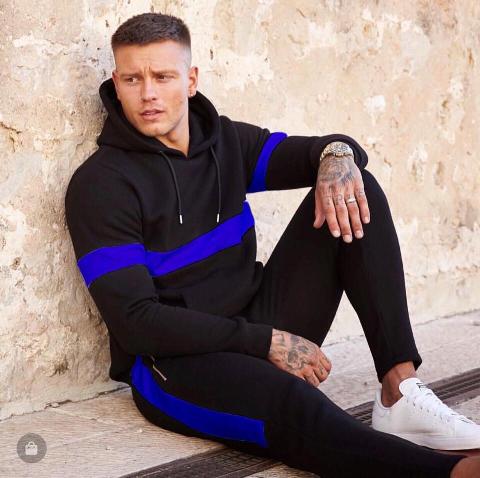 Спортивный стильный мужской костюм: кофта с капюшоном и зауженные штаны