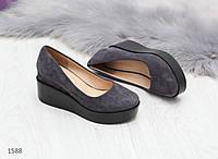 Темно серые замшевые женские туфли с открытым носком