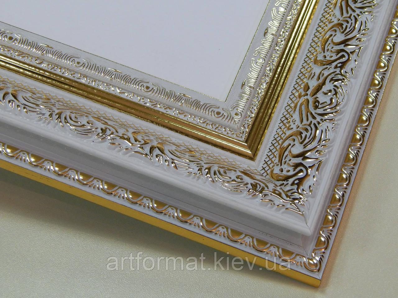 РАМКА  30х40.60 мм.Белая с золотым орнаментом.Для фото,дипломов,картин.