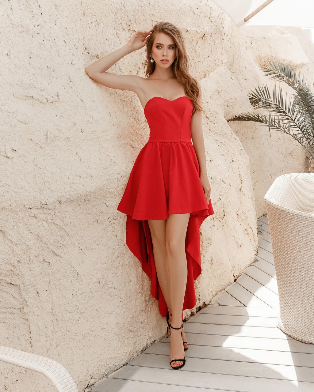 Привлекательное платье удлиненное сзади