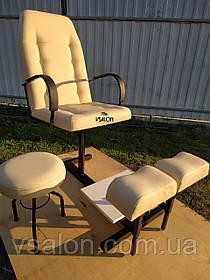 Педикюрное кресло с подставками для ног и стулом для мастера