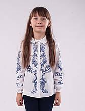 Блузка школьная белая с рисунком-сублимацией с белым воротничком для девочки