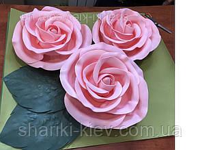 Композиция цветы 3 штуки Розы и два листика на фотозону диаметром 40 см с двумя листьями