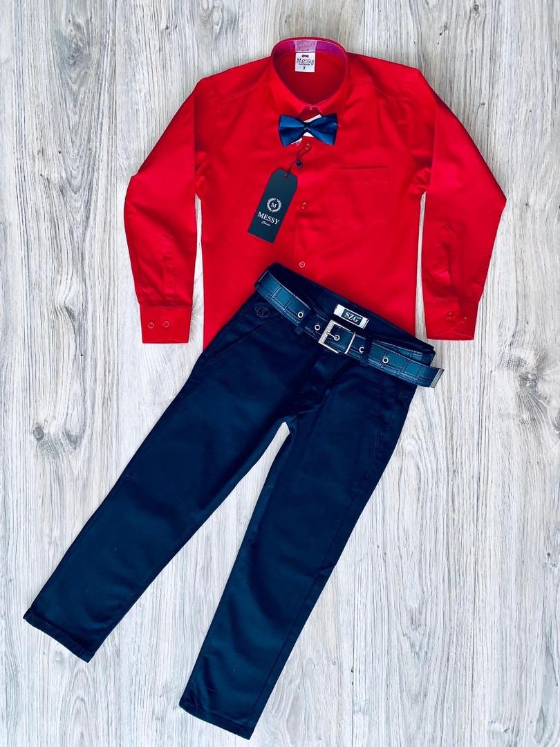 Костюм для мальчика: красная рубашка и темно-синие или черные брюки