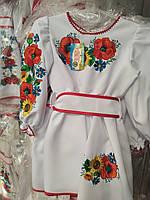 Красивое платье с яркой вышивкой много цветов