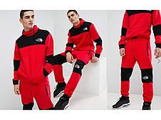 Мегастильный чоловічий костюм червоного кольору
