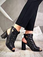 Красивые женские черные босоножки с заклепками на каблуке натур.кожа