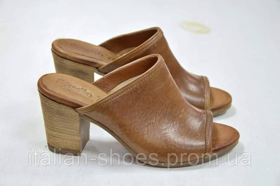 Босоножки сабо на каблуке коричневые Studio 76